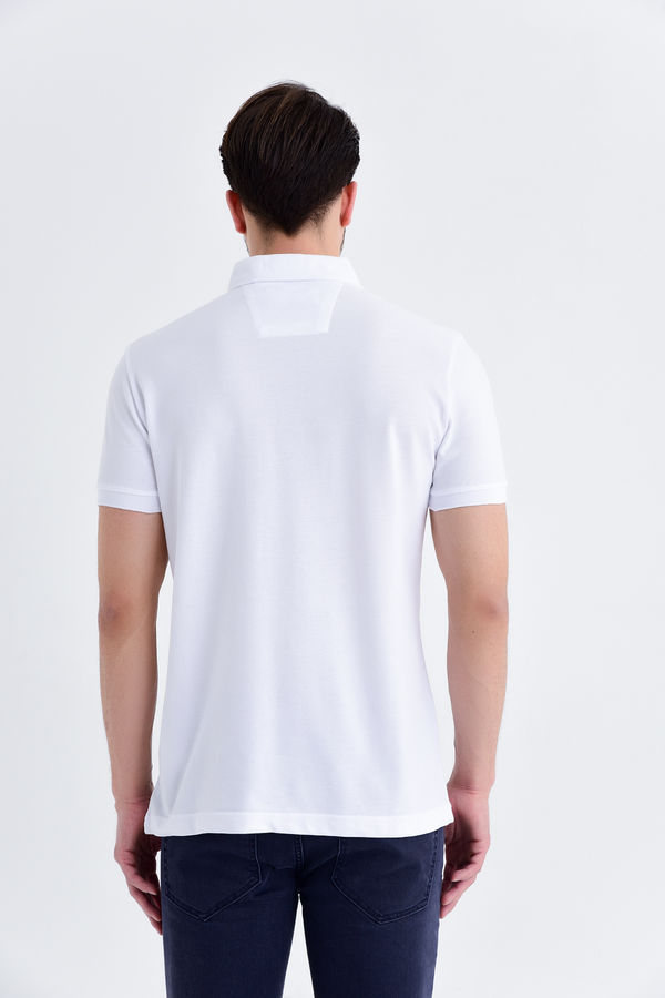 Desenli Polo Yaka Beyaz T-shirt
