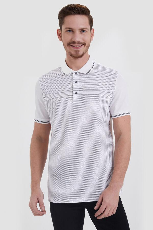 Beyaz Polo Yaka Desenli Tişört