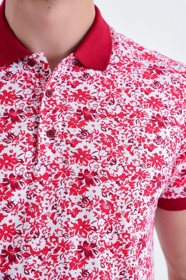 Kırmızı Çiçek Desenli Polo Yaka Tişört