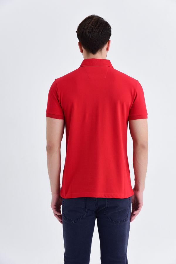 Kırmızı Yaka Desenli Polo Yaka Tişört