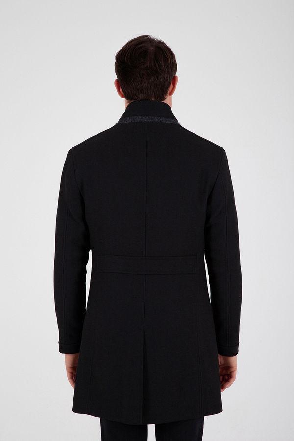Siyah Hakim Yaka Yün Palto
