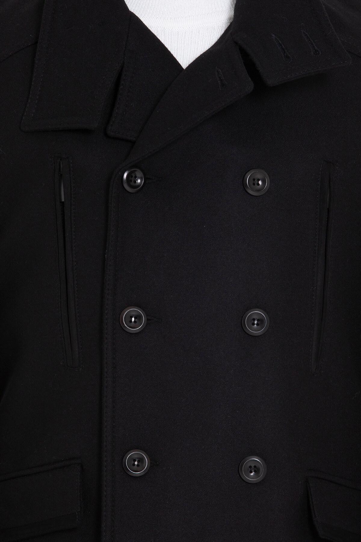 Siyah Yaka Detaylı Yün Palto